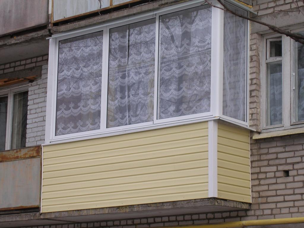 Как обшить балкон: обшивка балкона сайдингом, профлистом ....