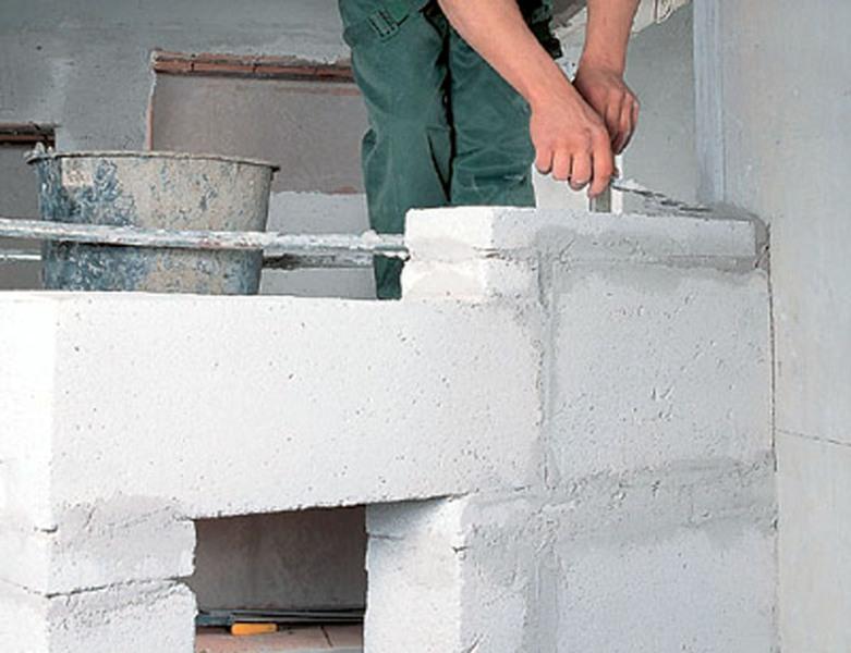 Как возвести стену из пеноблоков своими руками 6
