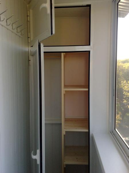 Удобный и красивый шкаф на балкон 40 86