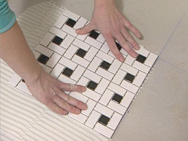 Как класть плитку в ванной мозаика